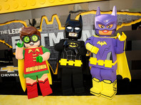 """Для рекламы фильма о Бэтмене героев """"Теории Большого взрыва"""" представили в образе человечков """"Лего"""""""