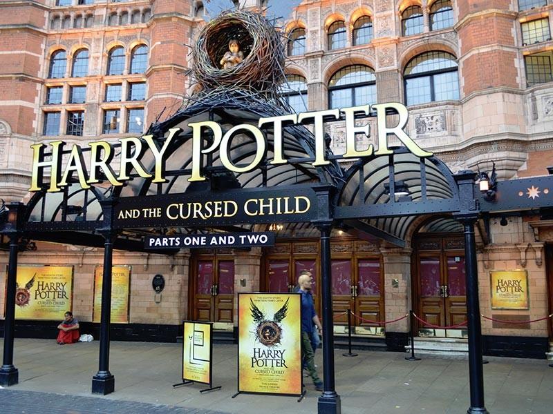 """Спектакль, поставленный по пьесе Джоан Роулинг """"Гарри Поттер и проклятое дитя"""" претендует на британскую театральную премию имени Лоуренса Оливье в 11 номинациях. Это абсолютный рекорд в истории награды"""