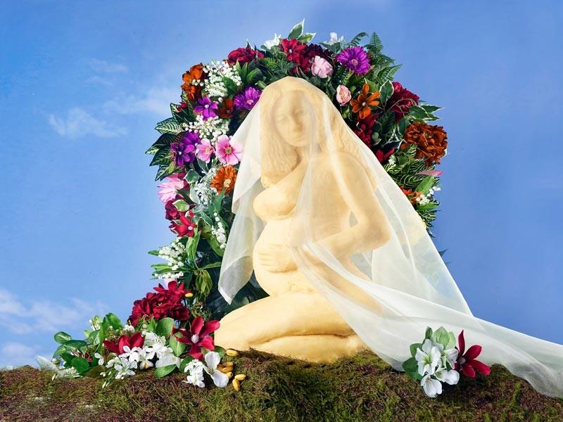 Британский скульптор создал из сыра статую беременной Бейонсе