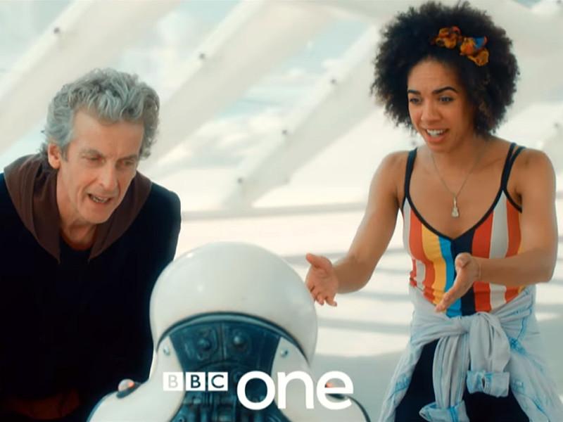 """Телеканал BBC One обнародовал новый трейлер десятого сезона популярного британского научно-фантастического телесериала """"Доктор Кто"""" (Doctor Who), премьера которого запланирована на 15 апреля 2017 года. В очередном сезоне появится актриса Перл Маки, которая сыграет спутницу главного героя"""