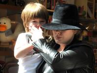 Адель отказалась от фейерверков на своих шоу из-за травмы сына