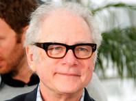 """Канал HBO выпустит сериал по сатирической комедии Барри Левинсона  """"Хвост виляет собакой"""""""