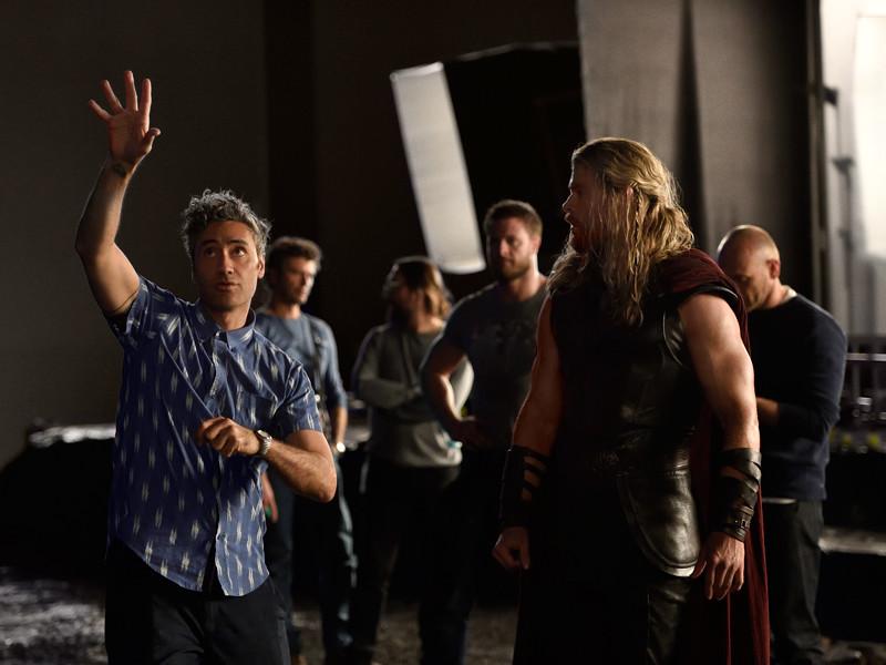 """Тор противостоит богине смерти и выходит на арену как гладиатор в первом трейлере """"Тор: Рагнарек"""""""