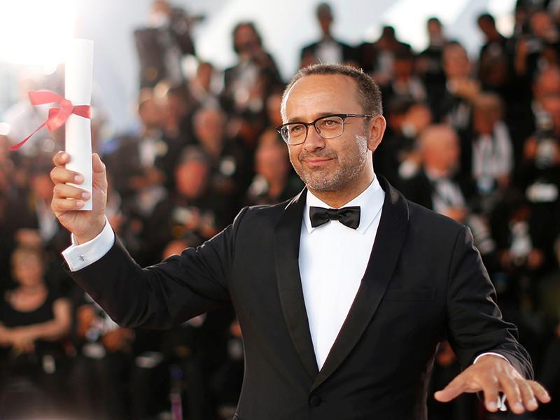 Кинокартина открывала в этом году программу показов основного конкурса в Каннах, встретив крайне положительную реакцию критиков и журналистов
