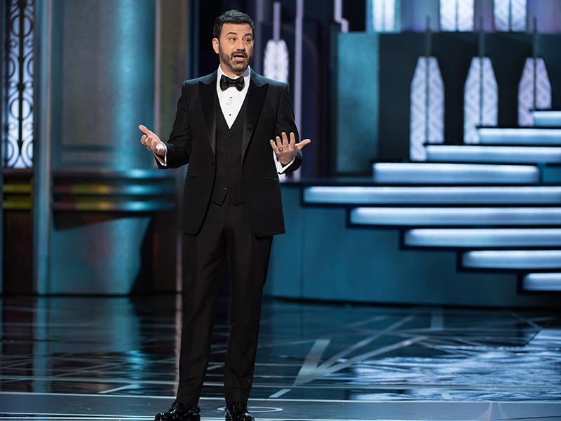 """Организаторы церемонии вручения премии """"Оскар"""" объявили, что шоу второй год подряд будет вести известный американский телеведущий, актер, комик Джимми Киммел"""