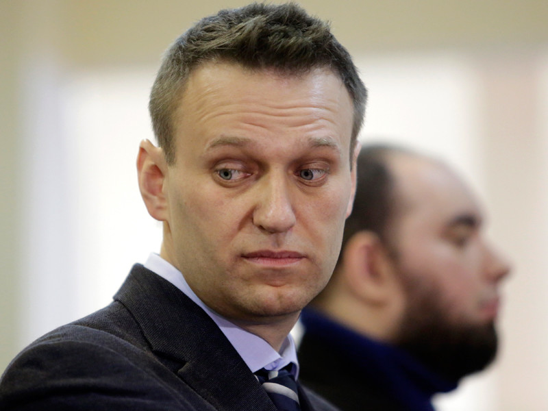 В частности, на этой выставке стоял телевизор с наклеенным изображением оппозиционного деятеля Алексея Навального и логотипом Первого канала