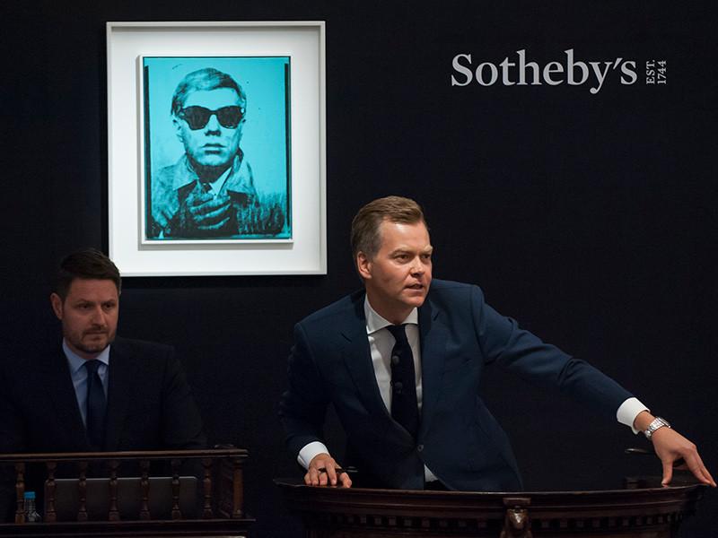 Одна из первых работ из серии автопортретов знаменитого американского художника Энди Уорхола была продана в среду на аукционе Sotheby's за 6 млн фунтов стерлингов