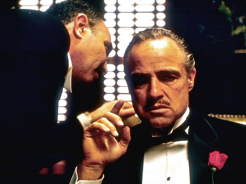 """Легендарная гангстерская сага Фрэнсиса Форда Копполы """"Крестный отец"""" возглавила рейтинг величайших фильмов всех времен по результатам опроса, проведенного журналом Empire среди 20 тысяч человек"""