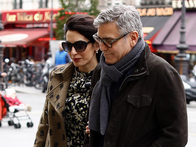У 56-летнего голливудского актера Джорджа Клуни и его 39-летней жены, британского адвоката ливанского происхождения Амаль Клуни, родились двойняшки - мальчик и девочка. Детей назвали Элла и Александр
