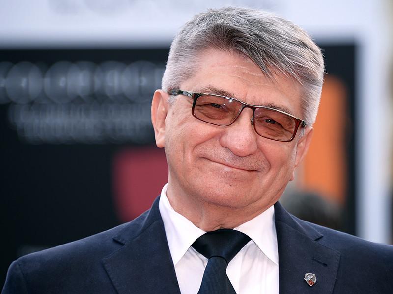 Европейская киноакадемия присудила российскому режиссеру Александру Сокурову почетную (внеконкурсную) премию за достижения на творческого пути