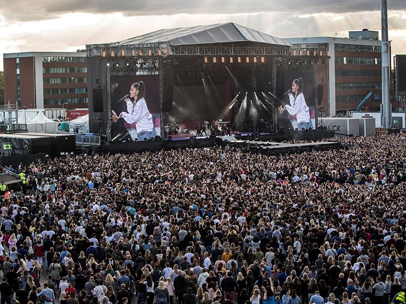 Американская певица Ариана Гранде, на концерте которой 22 мая в Манчестере произошел теракт, в воскресенье, через 13 дней после трагедии, приняла участие в благотворительном мероприятии в этом городе, организованном в помощь пострадавшим