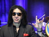 """Фронтмен  группы Kiss Джин Симмонс решил запатентовать рокерскую """"козу"""""""