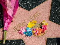 """За более чем 60 лет работы в кино Джерри Льюис сыграл в 64 фильмах. Он также снял 15 фильмов как режиссер, в 14 кинокартинах выступал в роли продюсера, в 11 - как сценарист, а в одной картине (""""Посыльный"""") был композитором"""
