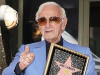 93-летний Шарль Азнавур получил звезду на Аллее славы в Голливуде