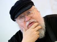 """Автор """"Игры престолов"""", впервые приехав в Россию, прогулялся по Выборгскому замку"""