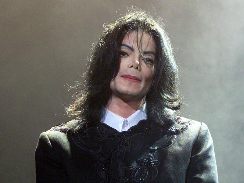 На страницах соцсетей, которые ведутся от имени Майкла Джексона, появился сначала загадочный тизер, а затем и альбом нового альбома поп-короля