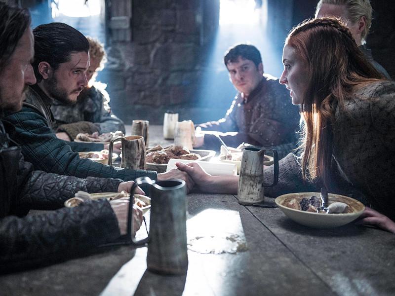 """Создатели ставшего уже культовым сериала """"Игра престолов"""" снимут несколько версий финала заключительного восьмого сезона, чтобы избежать утечек сюжета до выхода на экраны"""