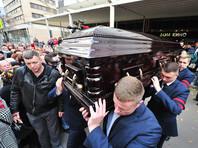 Тысячи поклонников пришли проститься с Дмитрием Марьяновым и проводить его аплодисментам