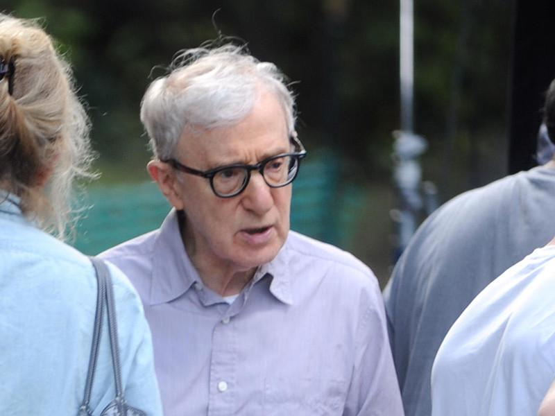 """Американский кинорежиссер Вуди Аллен, ранее обвинявшийся в сексуальном насилии, призвал """"не устраивать охоту на ведьм"""" в связи со скандалом вокруг продюсера Харви Вайнштейна, которого обвиняют в многолетних сексуальных домогательствах к подчиненным и актрисам"""