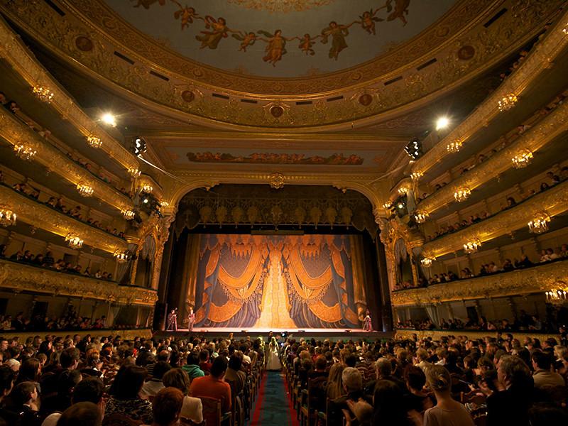В правительстве РФ разработали законопроект, согласно которому доступ на концерты и спектакли категории 18+ будет осуществляться исключительно по предъявлении паспорта, а несовершеннолетних на такие мероприятия не будут пускать даже в сопровождении взрослых