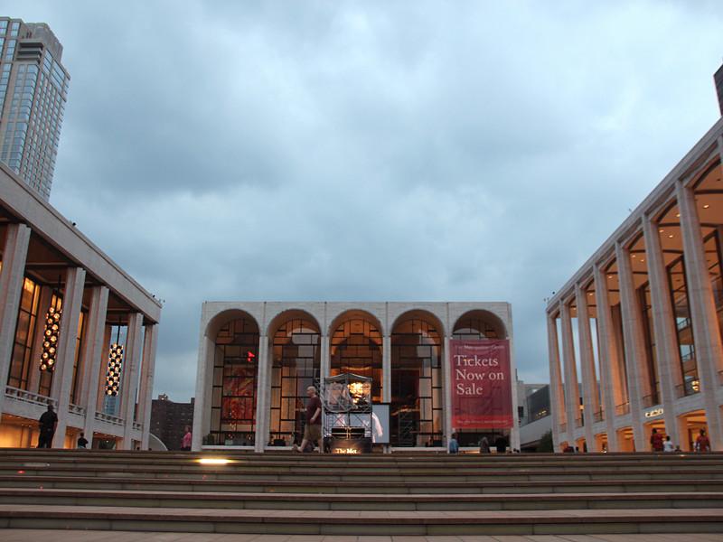 Нью-йоркская Метрополитен-опера посвятит четыре концерта памяти российского певца Дмитрия Хворостовского, который скончался 22 ноября после продолжительной болезни