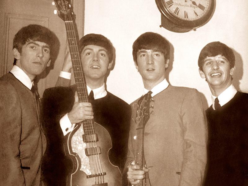 Уникальный бокс-сет от группы The Beatles выйдет ограниченным тиражом 15 декабря и будет посвящен Рождеству, сообщает Billboard. В него войдут записи, которые выходили на гибких пластинках с 1963 по 1969 годы