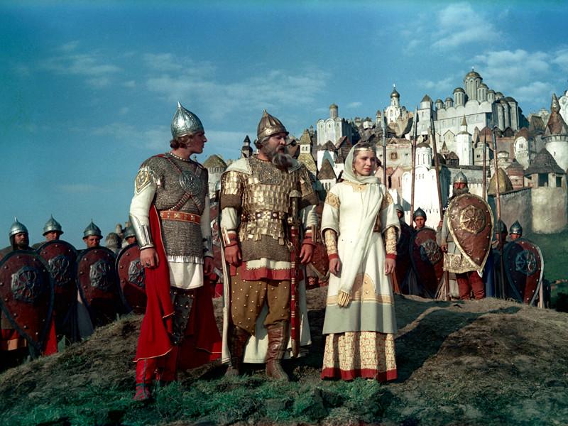 На Украине запретили продавать сказки о русских богатырях
