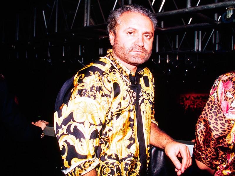 Джанни Версаче был застрелен утром 15 июля 1997 года на Оушен-драйв в Майами-Бич на ступенях собственного дома серийным убийцей Эндрю Кьюнененом