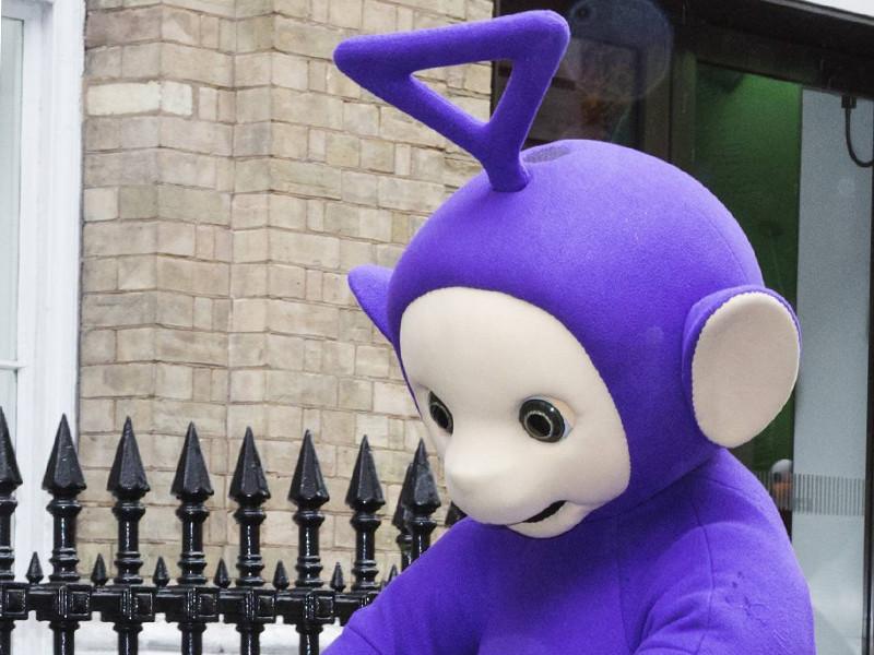 В Великобритании скончался актер, исполнявший роль фиолетового телепузика Тинки-Винки