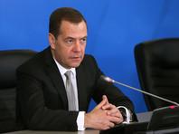 """Медведев поручил разобраться с жалобой владельцев кинотеатров из-за переноса премьеры """"Приключений Паддингтона - 2"""""""