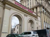 """Московский кинотеатр """"Пионер"""", в который днем в пятницу, 26 января, пришла полиция, прекращает показ британской комедии """"Смерть Сталина"""""""