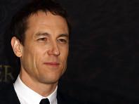 """Netflix подтвердила, что в третьем сезоне сериала """"Корона"""" новым принцем Филиппом, супругом Елизаветы II, станет Тобайас Мензис"""