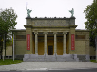 Директора Гентского музея временно отстранили от работы из-за сомнительных произведений русского авангарда