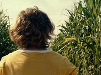 """На экраны выходит необычный триллер """"Тихое место"""": картина рассказывает о жизни окруженной монстрами семьи, для которой библиотечная тишина - залог выживания. 95% действия фильма проходит беззвучно"""