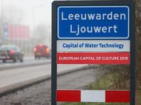 """В голландском Леувардене, """"культурной столице Европы 2018"""", местные художники показали 220 деревянных пенисов """"чуждому"""" искусству"""