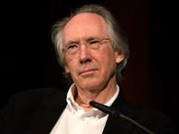 Иэн Макьюэн признался, что как-то помог сыну написать эссе по своему роману, а тот получил тройку