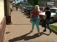 В Ярославле открыли памятник Потерянному Бумажнику. Теперь горожане и туристы пытаются положить его в карман
