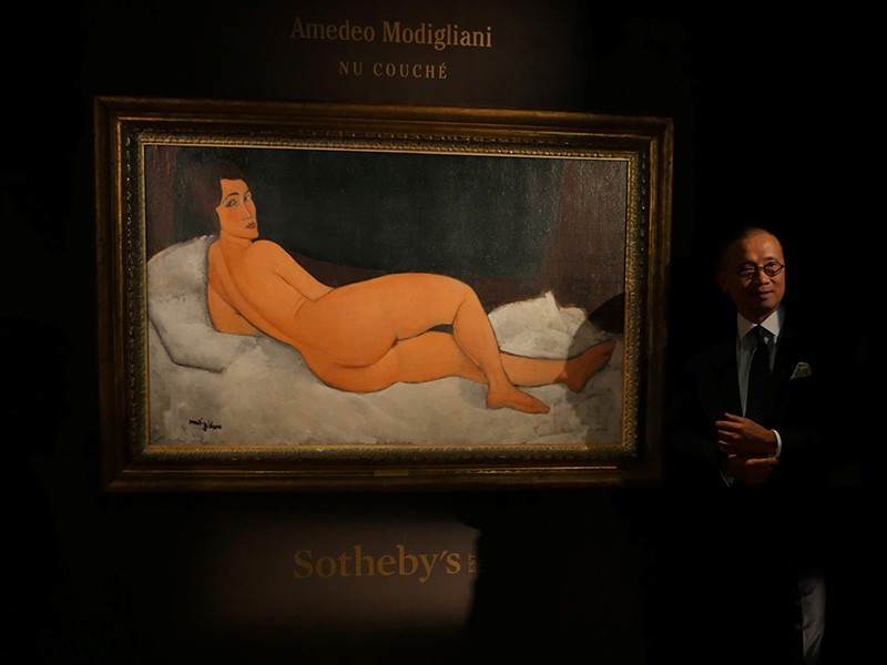 """Картина """"Лежащая обнаженная"""" итальянского художника Амедео Модильяни, написанная им в 1917 году, в понедельник, 14 мая, продана за рекордные 157,2 млн долларов на аукционе в Нью-Йорке"""