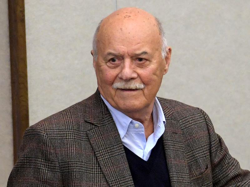 82-летний режиссер и депутат Станислав Говорухин госпитализирован в крайне тяжелом состоянии. Но слух о его смерти преувеличен