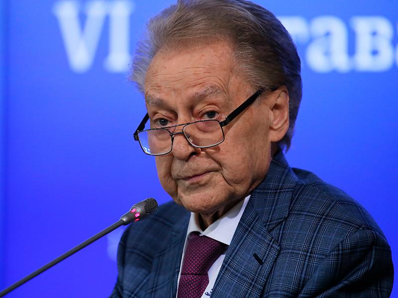 Известный поэт Андрей Дементьев скончался во вторник в Москве на 90-м году жизни