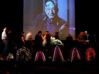 В Центральном доме литераторов (ЦДЛ) в Москве прошла церемония прощания с писателем Эдуардом Успенским. Несколько десятков человек проводили его в последний путь длительными аплодисментами