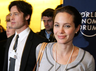 Голливудская актриса Анджелина Джоли обвинила своего супруга Брэда Питта, с которым ведет длительный бракоразводный процесс, в неуплате пособий на содержание их общих детей