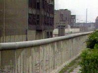 """В Германии решили восстановить Берлинскую стену на деньги спонсора Ксении Собчак. Там появится закрытая на месяц зона а-ля """"назад в прошлое"""""""
