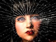 Деятели культуры Франции попросили Макрона вступиться за женщин - жертв семейного насилия
