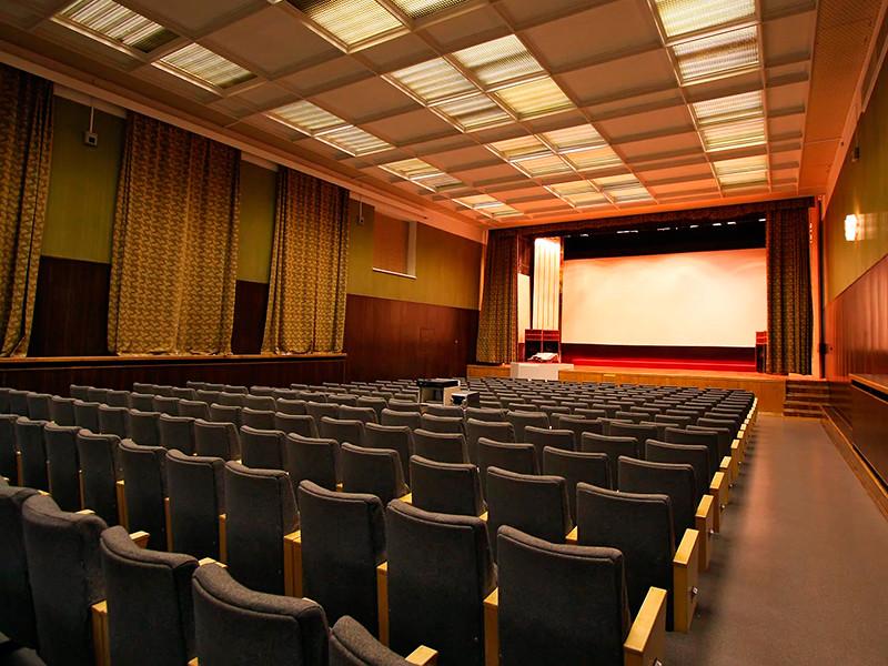 В России хотят ограничить число показов зарубежных фильмов: не более 35% от общего числа фильмов в кинотеатре