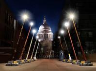 В Лондоне установили гигантские светильники в виде волшебных палочек из вселенной Гарри Поттера (ВИДЕО)