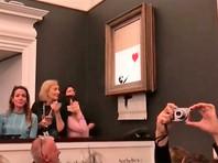 """Покупательница самоуничтоженной картины Бэнкси не отказалась от покупки, так как цена полотна, переименованного в """"Любовь в мусорке"""", выросла"""