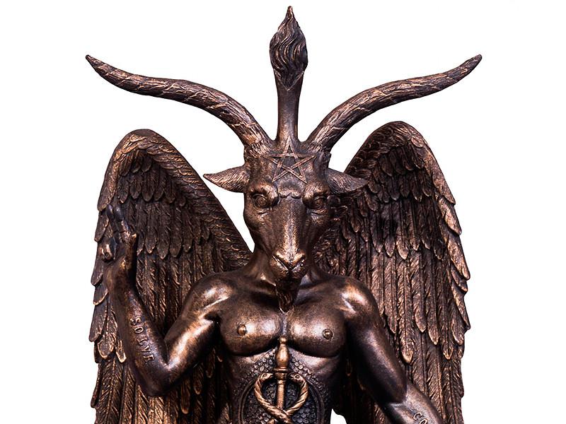 """Члены """"Сатанинской церкви"""" обвинили создателей сериала в неправомерном использовании копии статуи Бафомета - символа сатанизма - в нескольких сериях"""