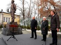 Памятник Солженицыну открыли в Москве к столетию писателя