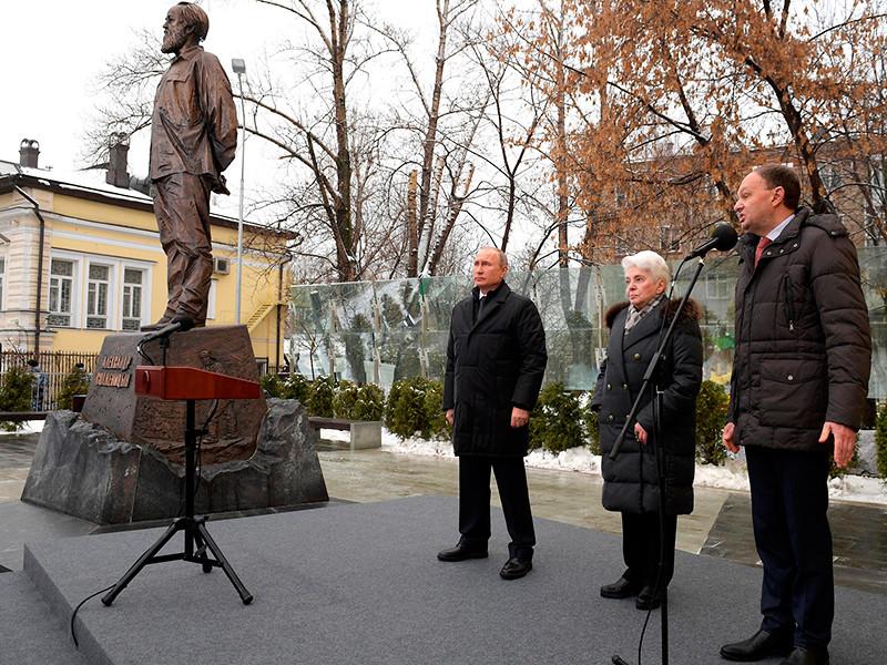 Церемония открытия памятника Александру Солженицыну состоялась в Москве в рамках празднования столетия со дня рождения писателя